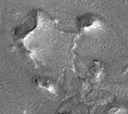 Le square central (image Mars Global Surveyor)