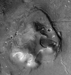 La Forteresse (The Fort) (image Mars Global Surveyor)